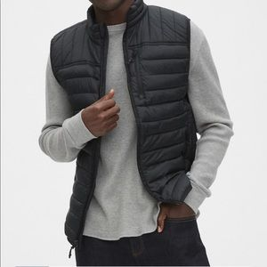 New Gap coldcontrol lightweight puffer vest